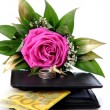 Rose, wallet, 200 euro in, rings on — Stock Photo