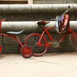 Two red retro bicycles — Stock Photo
