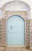 Porta in legno molto vecchio del marocco — Foto Stock
