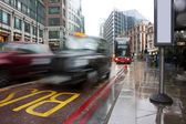 Busy london traffic in the pouring rain — Stockfoto