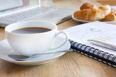 Business-ontbijt met koffie — Stockfoto