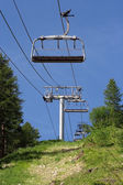 Empty ski lift during the summer — Stock Photo