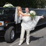 Wedding couple near limousine — Stock Photo