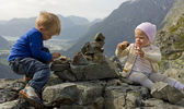 Children building a cairn — Stock Photo