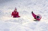 играть в снегу — Стоковое фото