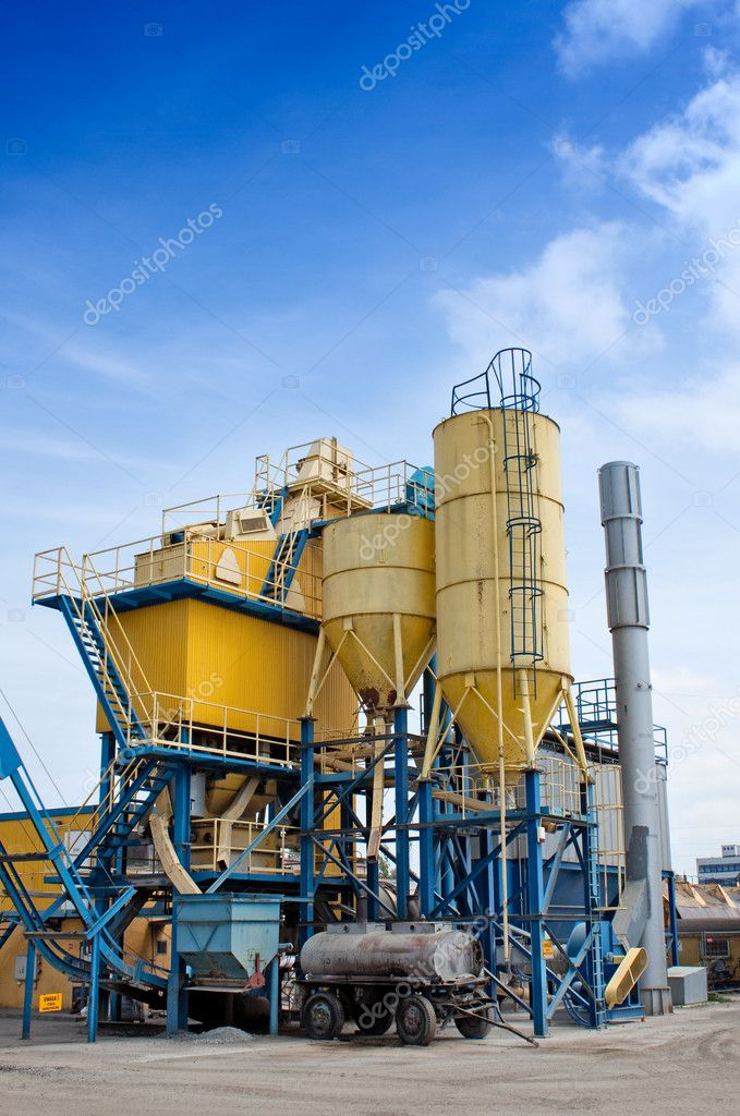 Cement factory with yellow silos — Stock Photo #3286130