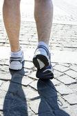 Mladý muž běží — Stock fotografie