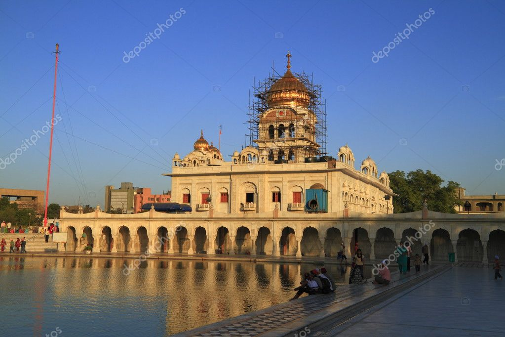 The Gurudwara Bangla Sahib is the most prominent Sikh gurdwara in Delhi — Stock Photo #2935258