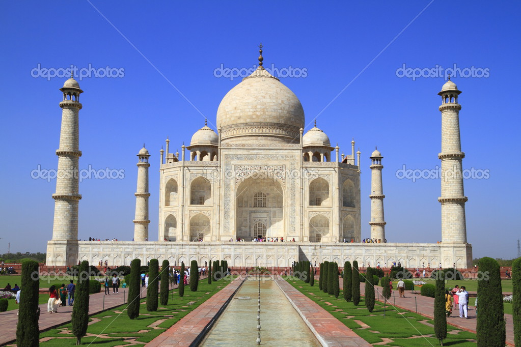 The Taj Mahal  is a mausoleum located in Agra, India, built by Mughal emperor Shah Jahan — Stock Photo #2936001