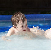 Boy in swimming pool — Stock Photo