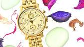 Frau gold watch — Stockfoto