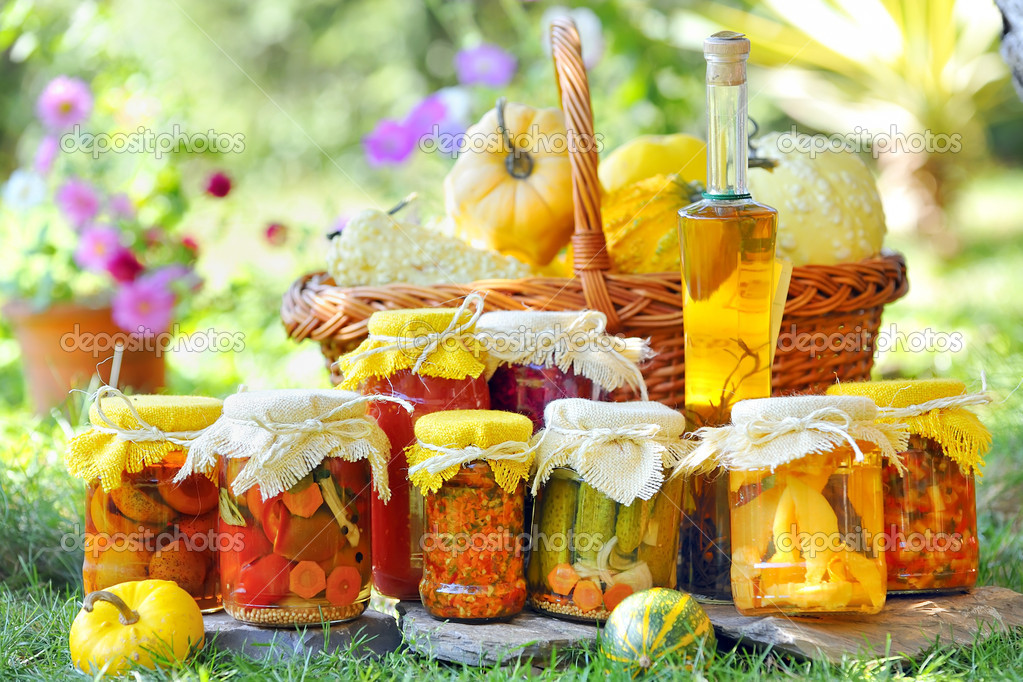 Autumn preserves in garden — Stock Photo #3854567