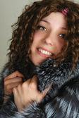 Vrouw in bont jas portret — Stockfoto