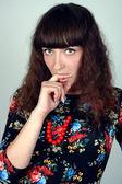 Genç güzellik kadın parmağını ağzına — Stok fotoğraf