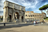 The Colosseum and The Arch of Titus — Stock Photo