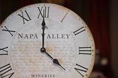 Zegar winnic w dolinie napa. — Zdjęcie stockowe