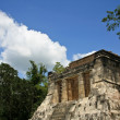mayan ruins at chichen itza — Stock Photo