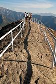 Tourists at Moro Rock — Stock Photo