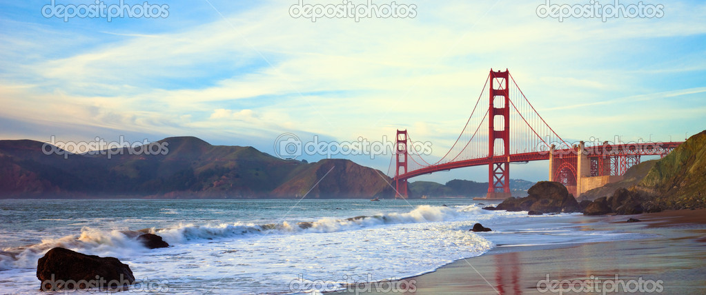Golden Gate bridge at sunset seen from Marshall Beach, San Francisco. — Stock Photo #3484958