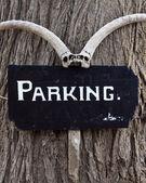Eng parkeren teken in serengeti — Stockfoto