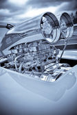 Chromed engine supercharger on a performance race car — Stockfoto