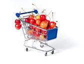 Carretilla de las compras de metal lleno de cereza — Foto de Stock