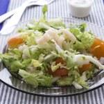 Fresh salad with shrimp and tomato — Stock Photo