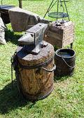 中世の黒のスミス ツール — ストック写真