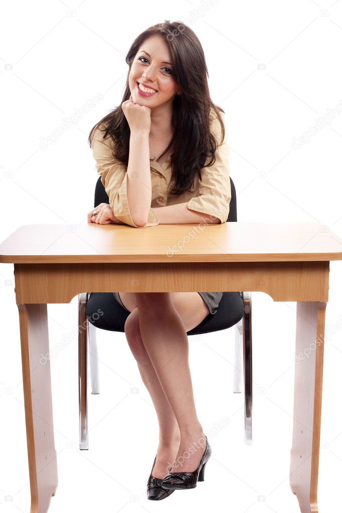 moloduyu-sekretarshu-na-stole