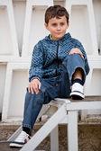 Hezký malý kluk, venku — Stock fotografie