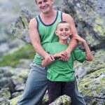 Vater und Sohn in Bergen — Stockfoto