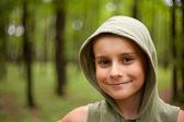 Söta unge i skogen — Stockfoto
