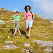 Foto Stock: Mother and son in the mountains