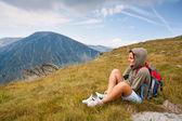 Pretty woman in an alpine landscape — Stockfoto