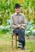 äldre man utomhus — Stockfoto