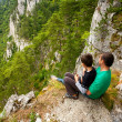 Father and son in mountains — Stockfoto