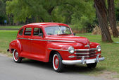 Red old fashioned car — Stockfoto