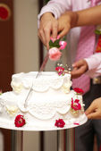 Cut wedding cake — Stockfoto
