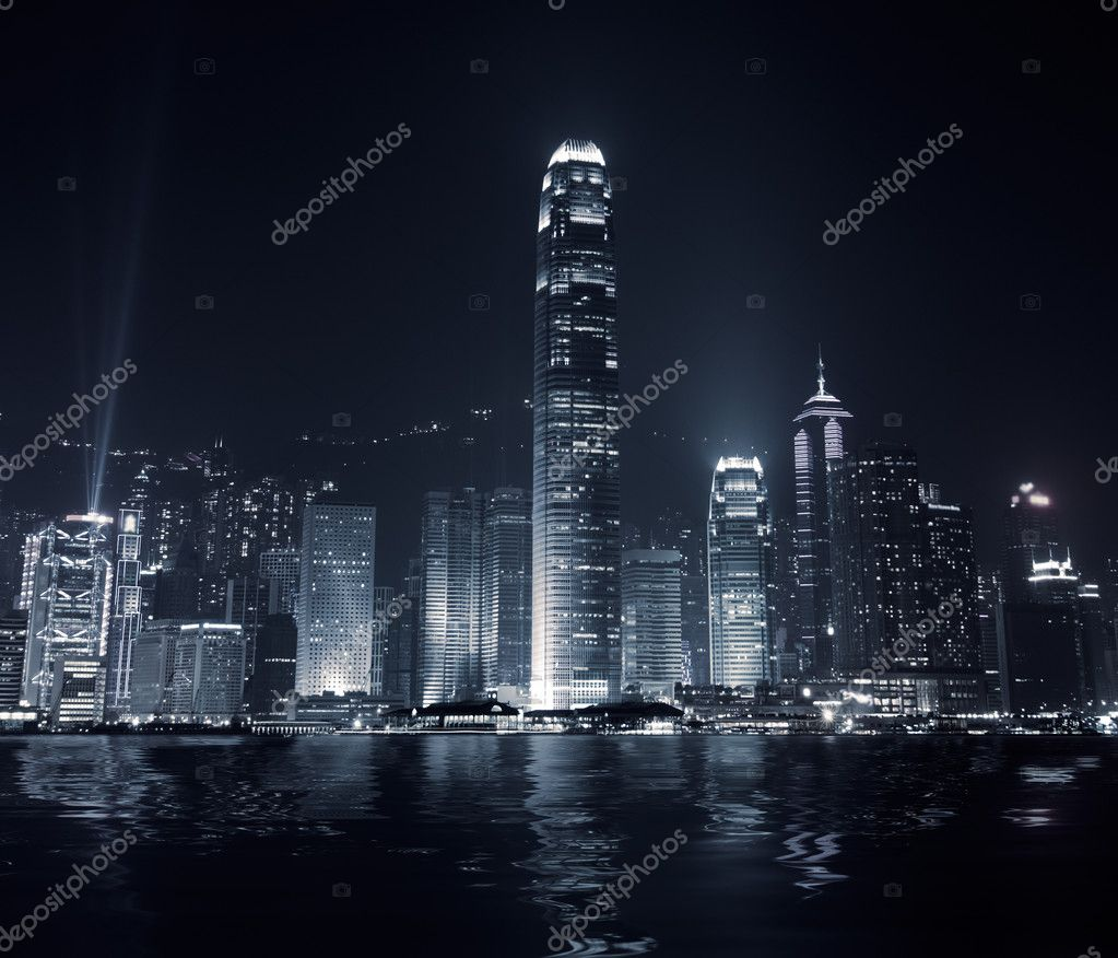 Landmark of Hong Kong with famous skyscraper and modern building in the evening. — Zdjęcie stockowe #2843113