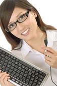 Imprenditrice con la tastiera del computer — Foto Stock