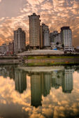 Appartamento e fiume — Foto Stock