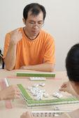 Chinese man play Mahjong — Stock Photo