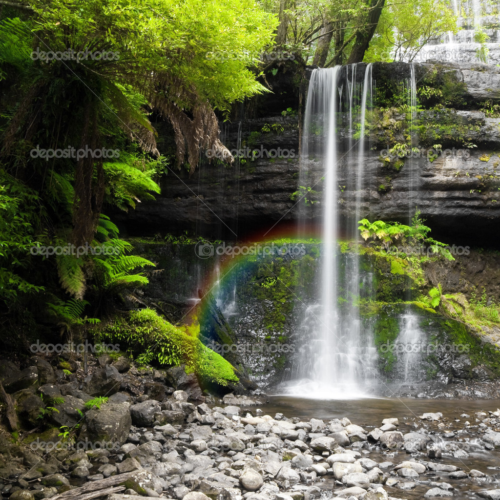 A photography of a nice rainforest waterfall in Australia with a little rainbow — Stock Photo #2832315