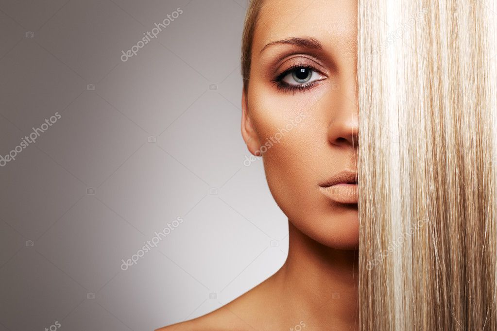 Beautiful woman with blond hair on gray background. — Stock Photo #2948068