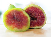 Two halves of a fig fruit — Stock Photo