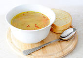 Vegetable / chicken soup with bread and spoon — Zdjęcie stockowe