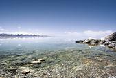 Beautiful lake and snow mountains — Stock Photo
