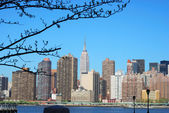 Skyline for Mid-town Manhattan in New Yo — Stock Photo
