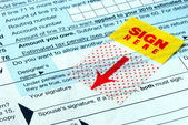 Do not forget to sign the tax return — Stock Photo