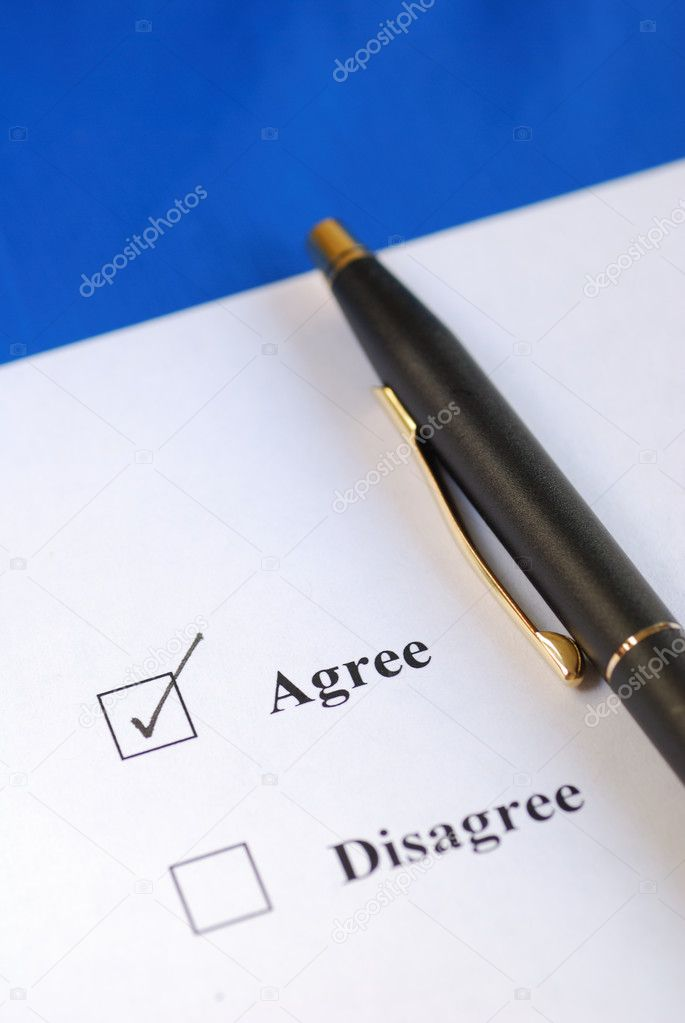 Select the Agree option with a pen — Stock Photo #3402116